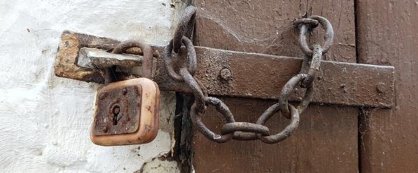 Como puedo abrir una puerta cerrada sin llaves