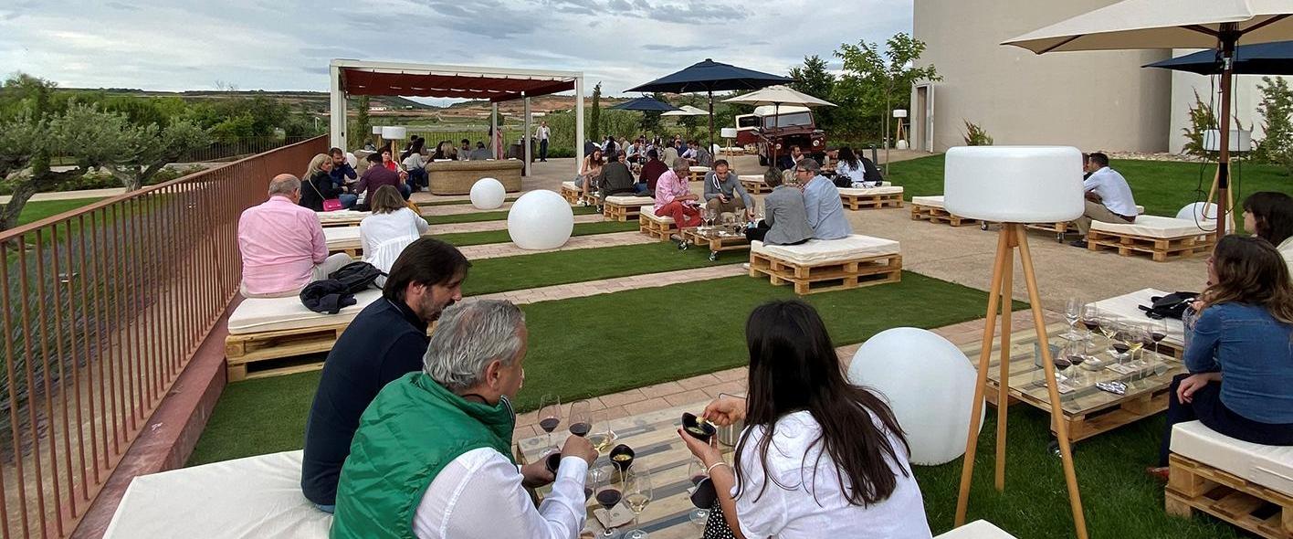 Terraza Con Vistas Al Vinedo Y Vinos Ecologicos En La Vuelta De Los Eventos A La Rioja Rioja2 Com